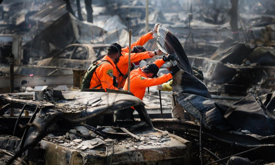 Search and Rescue personnel look for human remains in the Journey's End Mobile Home park following the damage caused by the Tubbs Fire on Oct. 13, 2017 in Santa Rosa, California. Photo: Elijah Nouvelage, Getty Images