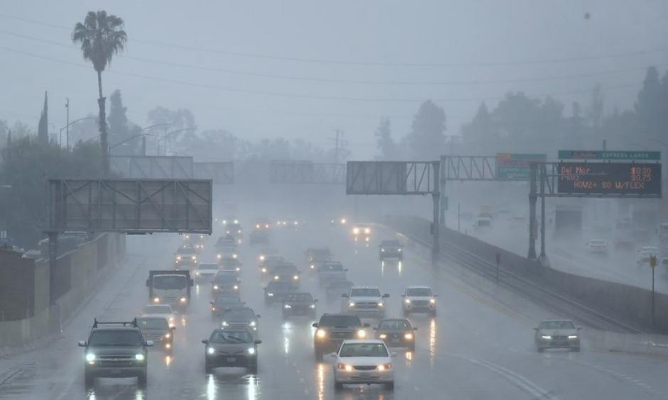 Commuters drive through heavy rainfall in Los Angeles, California, on Wednesday, March 21, 2018. Photo: Frederic J. Brown, AFP/Getty Images