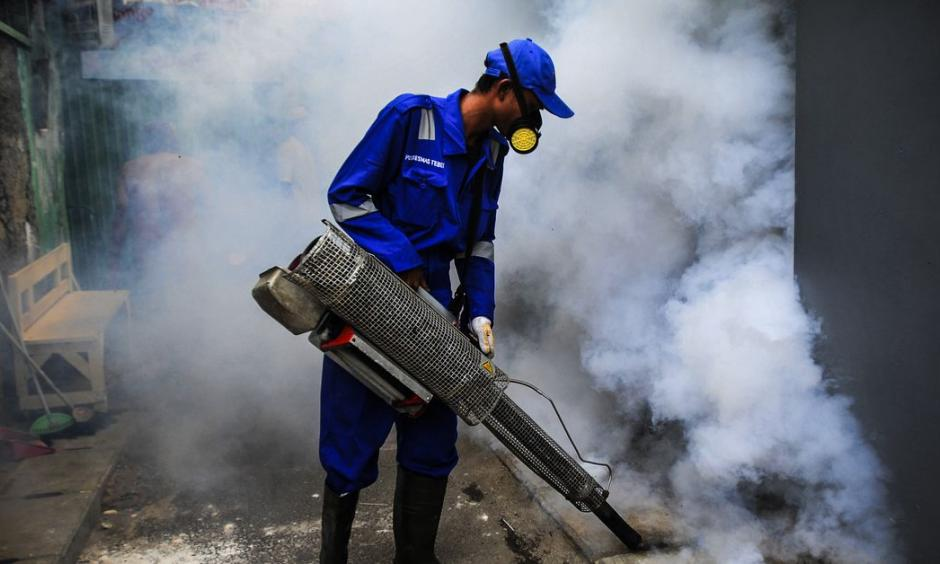 Officers fumigate informal living areas of Jakarta, Indonesia, on January 31, 2019, to prevent dengue fever and viruses caused by Aedes aegypti mosquitoes. Photo: Dasril Roszandi, NurPhoto via Getty Images