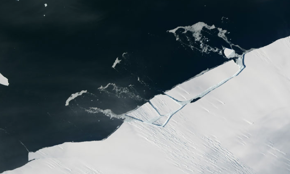 Before and after satellite imagery show an iceberg breaking off the calving front of the Pine Island Glacier. Photo: NASA Earth Observatory