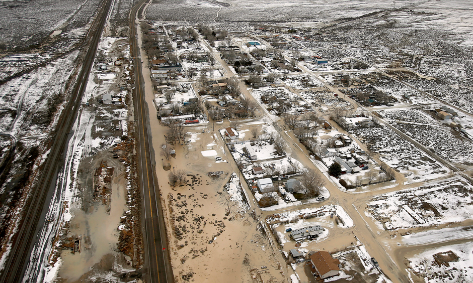 After the Twentyone Mile Dam in northern Nevada burst this month, floods forced delays or rerouting for more than a dozen freight and passenger trains on a main rail line that runs through the area. Photo: Stuart Johnson/The Deseret News, via Associated Press