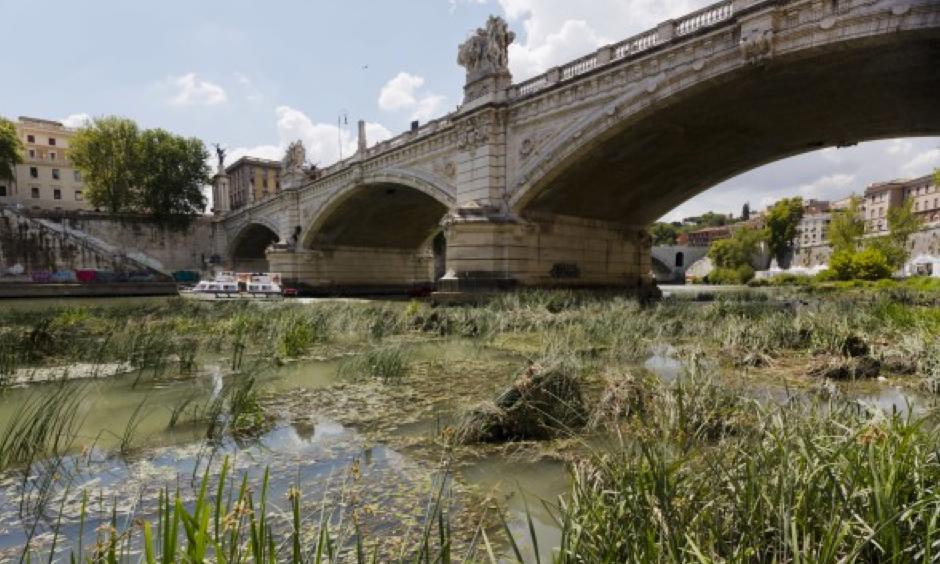 A view of the Tiber River, whose level is low due to the drought, during a warm and sunny day in Rome, Wednesday, July 26, 2017. Scarce rain and chronically leaky aqueducts have combined this summer to hurt farmers in much of Italy and put Romans at risk for drastic water rationing as soon as this week. Photo: Domenico Stinellis, AP