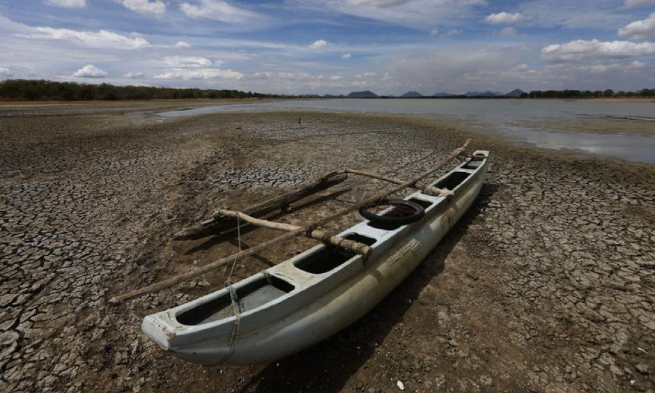 Sri Lanka is suffering through its worst drought in 40 years, officials say. Photo: Dinuka Liyanawatte, Reuters