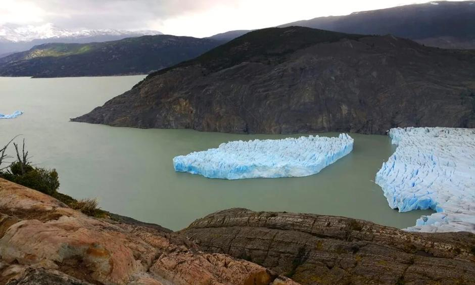 Picture released by Chile's National Forest Corporation (CONAF) showing the Grey Glacier detachment. Photo: HO/AFP/Getty Images