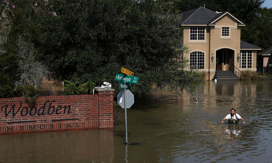 Chris Ginter wades through deep floodwaters on September 6, 2017 in Houston, Texas. Ginter, a Houston resident, has been taking local residents to their flooded homes in his monster truck which can drive through waters up to 4 feet deep. Photo: Justin Sullivan/Getty Images