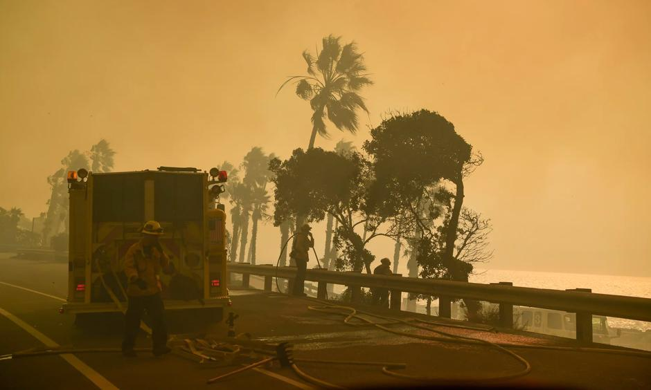 Smoke on the Pacific Coast Highway near Ventura, California on Thursday. Photo: John Cetrino, EPA