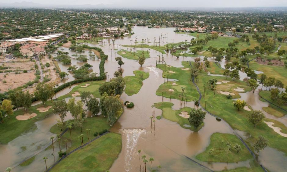 Rain water from Tropical Storm Rosa floods the Indian Bend Wash Greenbelt in Scottsdale, Ariz., Tuesday, Oct. 2, 2018. Photo: Thomas Hawthorne, The Arizona Republic, via USA TODAY Network