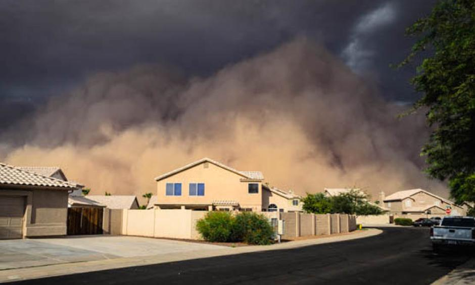A July 2012 dust storm in Gilbert, Arizona. Photo: Joseph Plotz, NWS/NOAA)