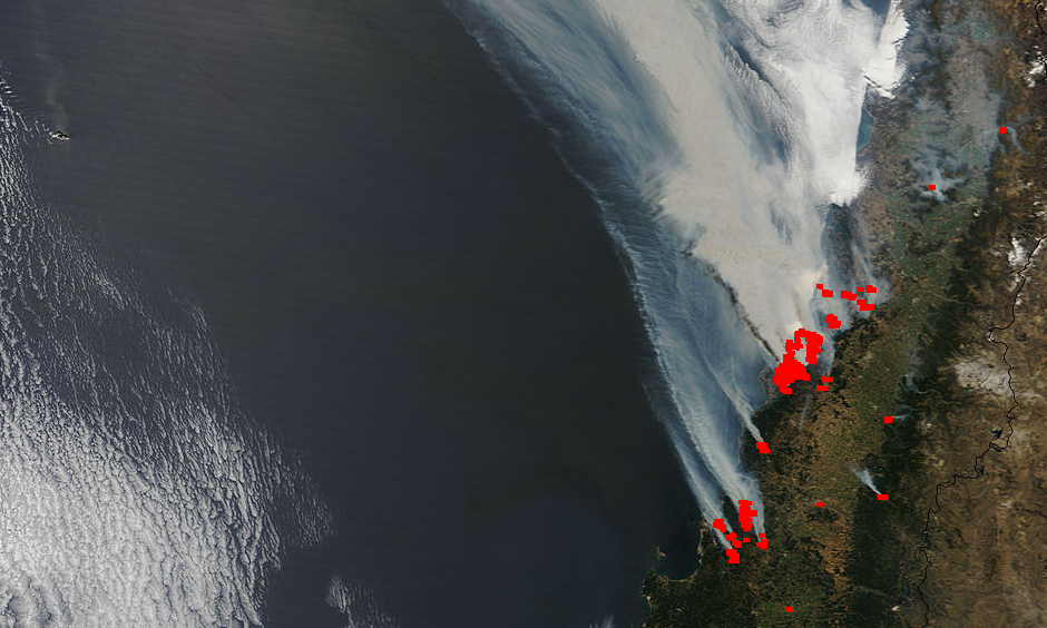 Fires (red squares) in Chile spread smoke over the Pacific Ocean, as seen at 10:35 am EST Thursday January 26, 2017. Photo: NASA's Terra satellite