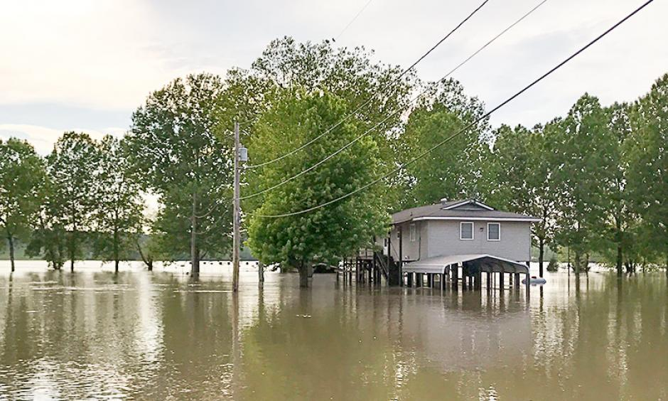 A flooded home on stilts near Thebes, Ill. Photo: Erika Bolstad