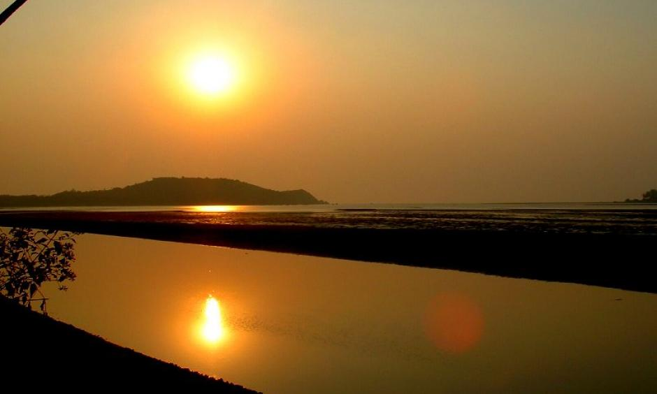 Sunset in Goa, India over the Chapora River. Photo: Wikimedia Commons