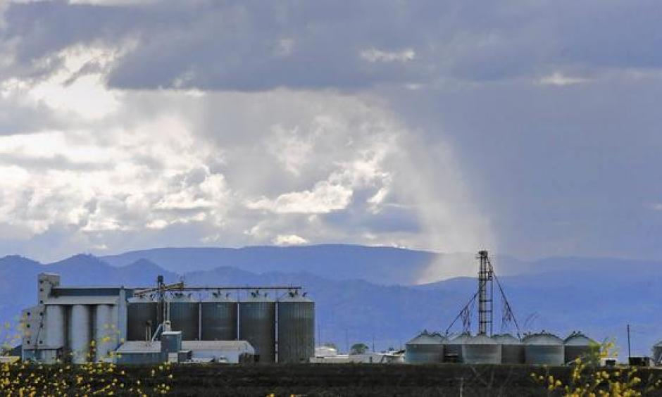 A storm approaches Williams, Calif., north of Sacramento. Some experts argue that a 500-mile-wide, 300-foot-deep wedge of warm seawater could bring soaking rains to Southern California this winter but also accelerate the rise in global temperatures. Photo: Mark Boster, Los Angeles Times