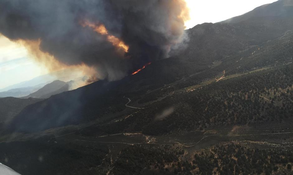 A wildfire rages in the Chimney Peak Wilderness near the Tulare and Kern county line. Photo: Los Angeles Times