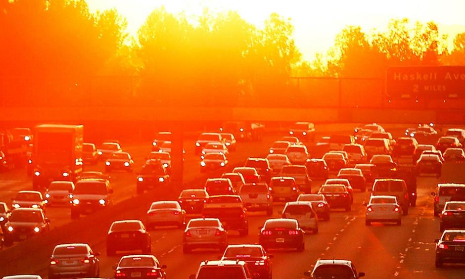 Traffic on the 101 Freeway backs up during a 2015 heat wave. A high-pressure system centered over the Southwest has led to record highs across California this week. Photo: Al Seib, Los Angeles Times
