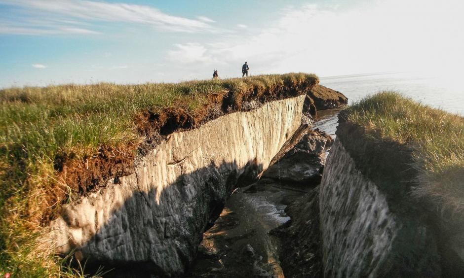 Coastal erosion reveals thawing permafrost in the Teshekpuk Lake Special Area of the National Petroleum Reserve, Alaska. Photo: USGS/Flickr