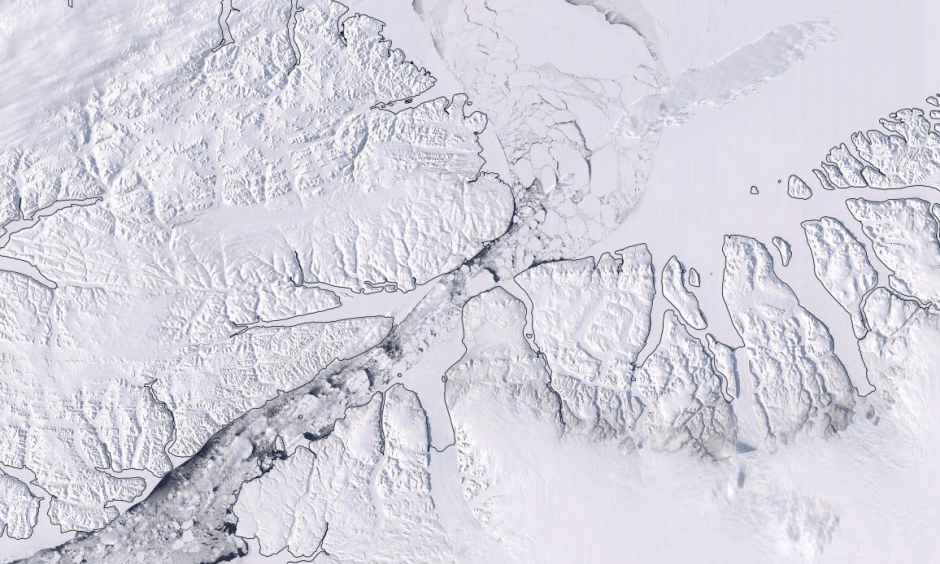 Screenshot of an animation of sea ice flowing through the Nares Strait from April 19 to May 11, 2019. This flow usually doesn't begin until June or July. Source:  NASA's Aqua satellite, NASA Worldview via NSIDC