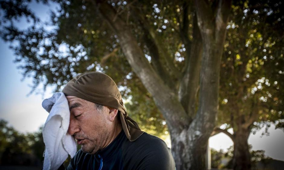 Facing temperatures in the 90s, Guillermo Salazar of Reseda takes a break from mountain biking at San Vicente Mountain Park in Los Angeles last month. Credit: Allen J. Schaben, Los Angeles Times