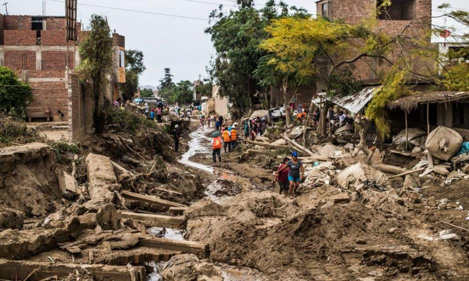 Huachipa district, east of Lima, on March 19, 2017. Flash floods and landslides hit parts of Lima, where most of the water distribution systems have collapsed and people are facing drinking water shortages. Photo: Ernesto Benavides, AFP