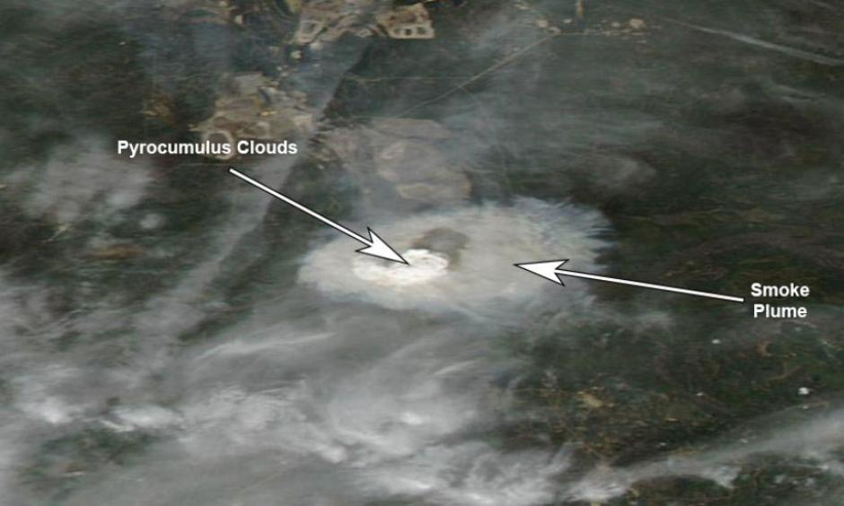 Fort McMurray wildfire smoke plume and pyrocumulus clouds on May 3, 2016. Image: NASA