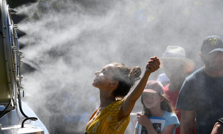 Now THAT's how you cool off. Photo: AP
