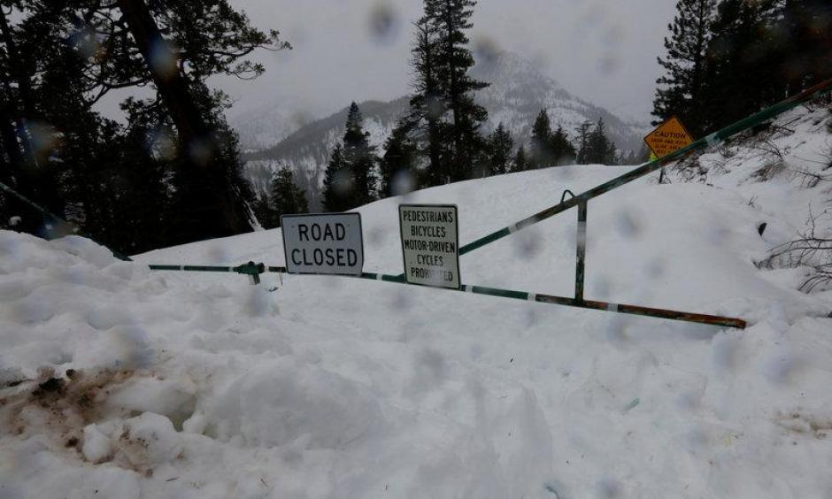 State highway 28 which rings Lake Tahoe is closed by snow at Crystal Bay, California, U.S., January 7, 2017. Photo: Bob Strong