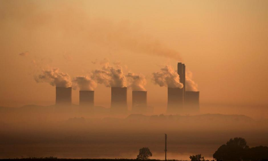 Steam rises at sunrise from the Lethabo Power Station, a coal-fired power station owned by state power utility ESKOM near Sasolburg, South Africa, March 2, 2016. Photo: Siphiwe Sibeko, Reuters