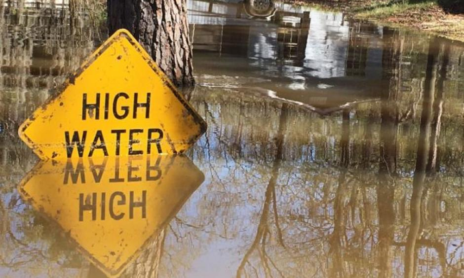 A high water sign is submerged near Lake Bistineau in Webster Parish, Louisiana March 14, 2016. Photo: Therese Apel, Reuters
