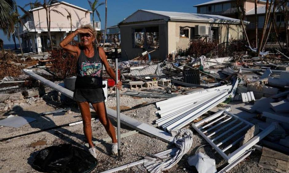 A woman surveys the damage to her mother's house following Hurricane Irma in Big Pine Key, Florida, U.S., September 18, 2017. Photo: Carlo Allegri, Reuters