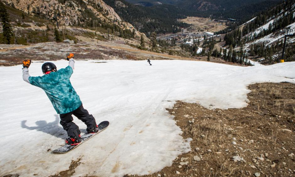 A snowboarder threads his way through patches of dirt at Squaw Valley Ski Resort on 21 March 2015 in Olympic Valley, Calif. Photo: Max Whittaker, Getty Images