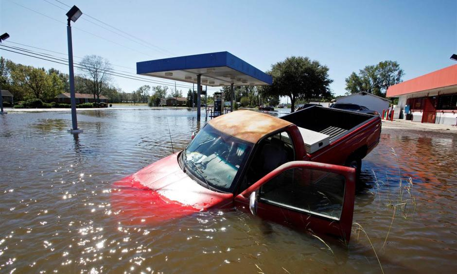 An abandoned truck lies in submerged waters after Hurricane Matthew hit Lumberton, North Carolina. Photo: Jonathan Drake / Reuters