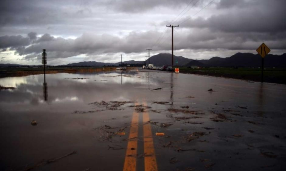 Water covers a closed Las Posas Road near Camarillo, Calif., after heavy rain from the first in a series of El Nino-influenced storms passed over the area on Wednesday, Jan. 6, 2016. Photo: Joel Angel Juáreze, AP