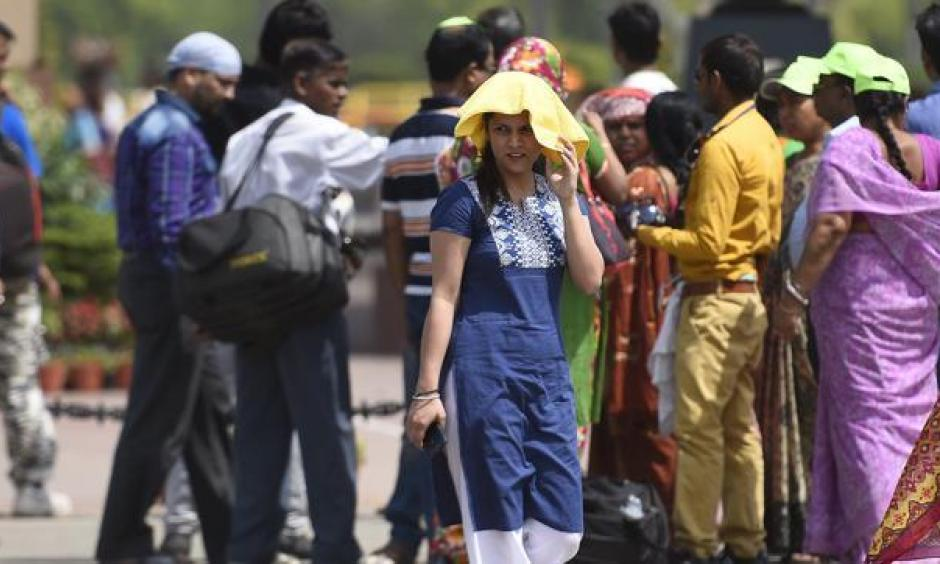 The met department has forecast a harsh and warmer summer this year which means Telangana will have to endure the scorching heat for the next two months. Photo: Sonu Mehta, HT File Photo