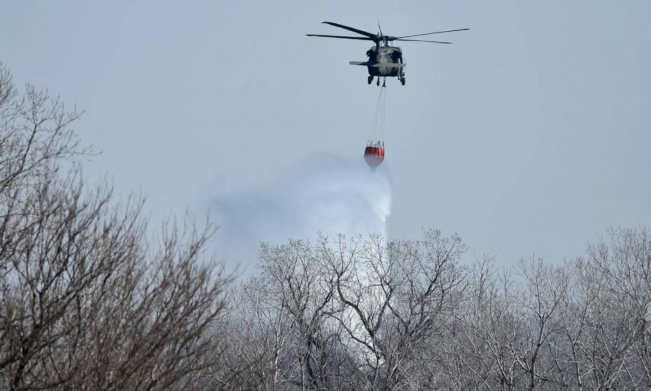 As large wildfires in Hutchinson, Kan., continue to burn, fire crews work to get them under control. Some residents that have been evacuated are returning. Photo: Jill Toyoshiba, The Kansas City Star