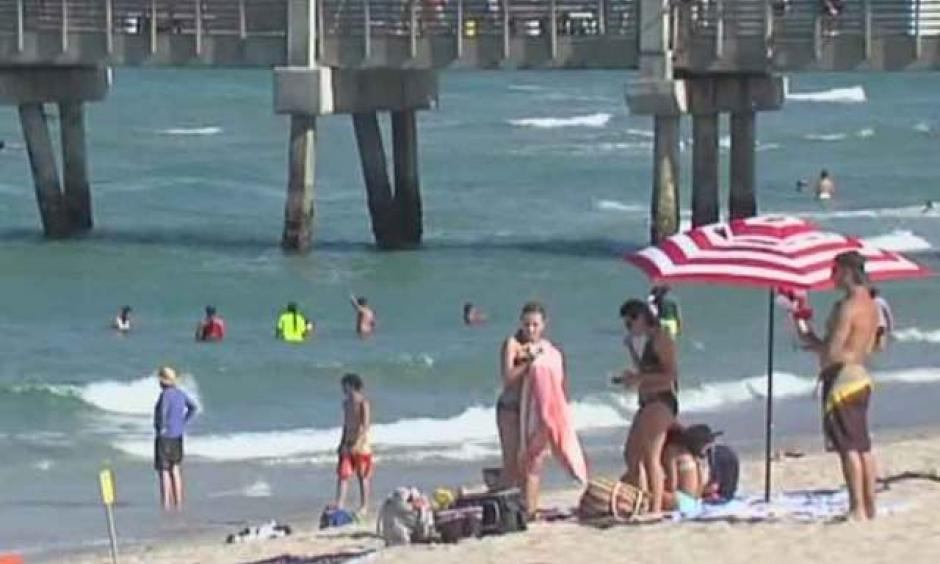The beach at Lake Worth pier. Photo: WPTV