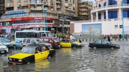 Drivers maneuver through flood water after a torrential rain in Alexandria, Egypt. Photo: Ibrahim Ramadan, Anadolu Agency, Getty Images