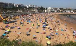 People flock to Broadstairs beach in Kent, England, on July 25. Photo: Wesley Johnson, AP