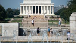 Tourists visit the National World War II Memorial and Lincoln Memorial on the National Mall in Washington, D.C. August 29, 2018, as a heat wave continues in the area, with the National Weather Service issuing a heat advisory for extreme temperatures and high humidity. Photo: Saul Loeb, AFP/Getty Images